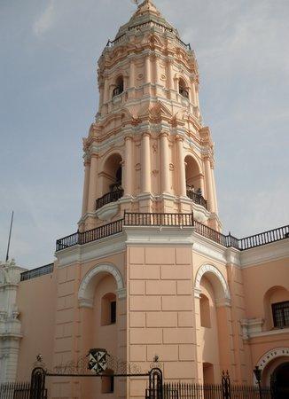サント ドミンゴ教会・修道院