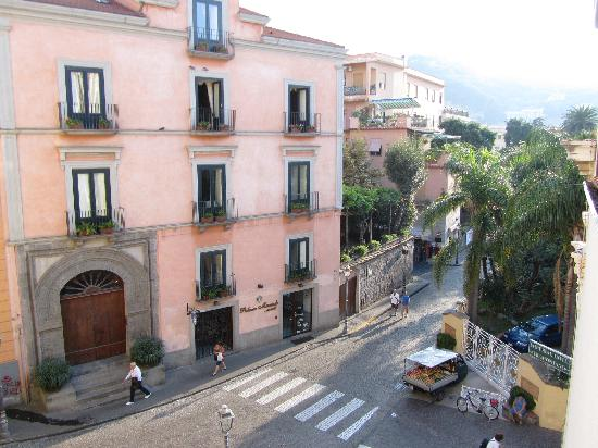 B&B Sorrento: View from Smeraldo & Topazio rooms - Great for people watching