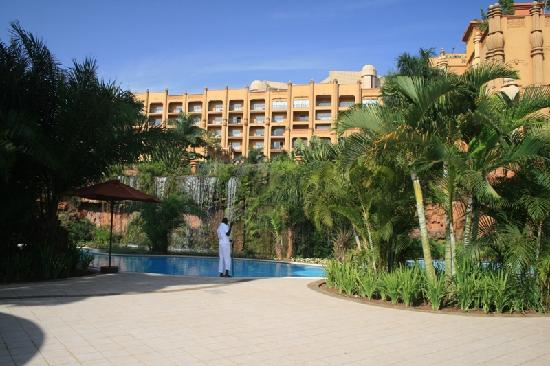 Kampala Serena Hotel: The Pool again