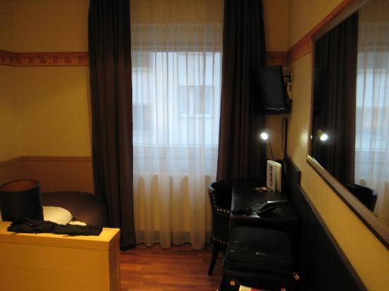 Hotel Berial: Room 1