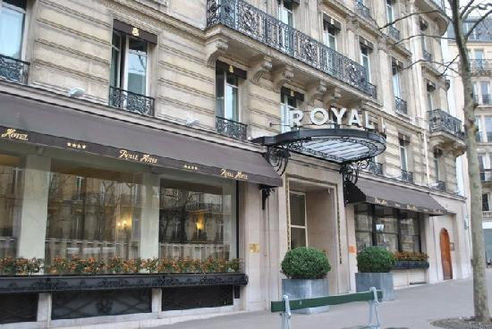 ext rieur picture of royal hotel paris champs elysees paris tripadvisor. Black Bedroom Furniture Sets. Home Design Ideas