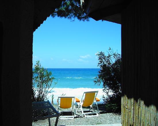 Marina di Pisciotta, Italia: bungalow mediterranei sul mare