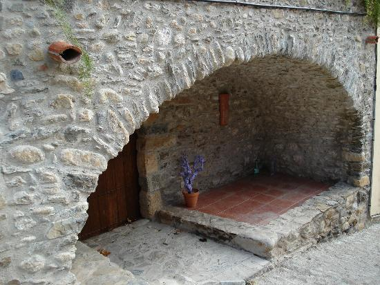 Casa BB Rabós: arche en pierre