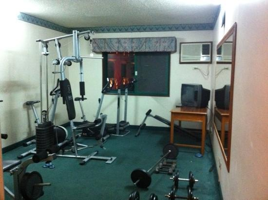Days Hotel Cebu Airport: gym