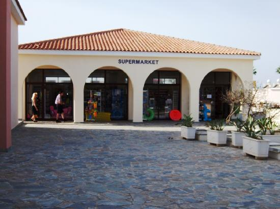 Avanti Holiday Village: Supermarket near Avanti Village reception