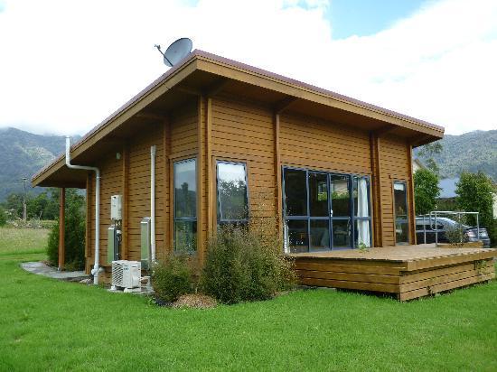 Ribbonwood Retreat Bed and Breakfast: The Lodge at Ribbonwood