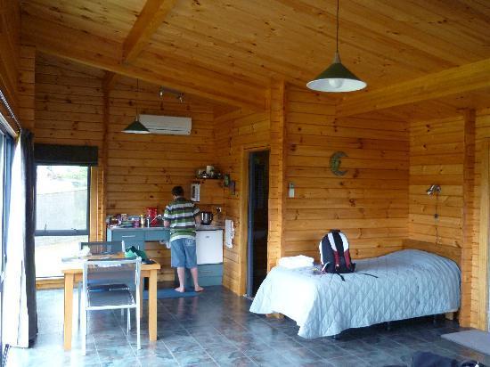 Ribbonwood Retreat Bed and Breakfast: Lodge interior