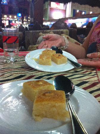 Layaly kan zaman: Cocanut cake at Kanzaman