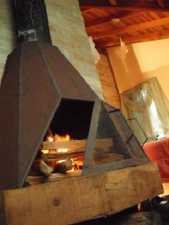 Chales Serra Azul Pinhal: Fireplace