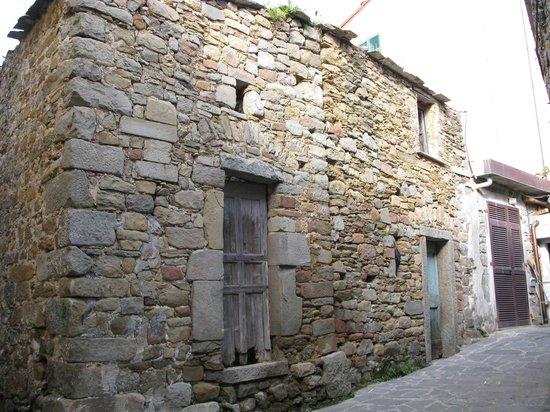 NiRia: Street of Volastra (1)