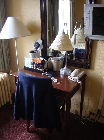 Gilmore Hotel: La scrivania
