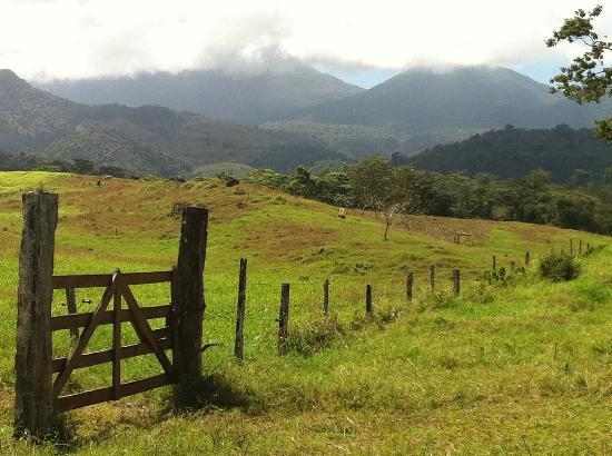 La Carolina Lodge: a view from a nearby hike