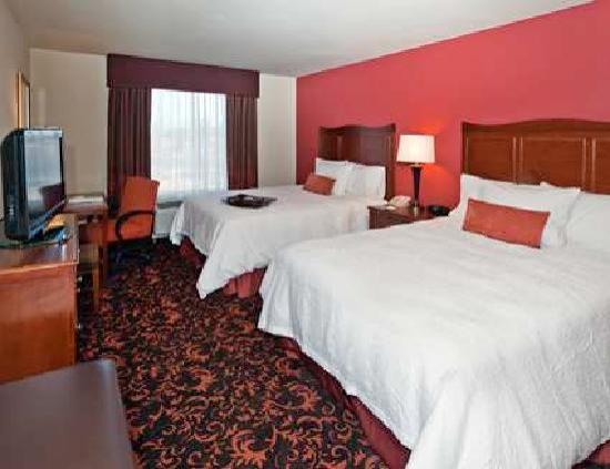Hampton Inn & Suites Holly Springs: Queen/Queen Guest Room