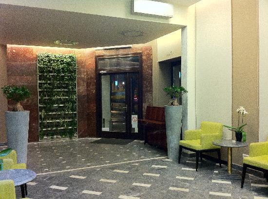 Mercure Belgrade Excelsior: Lobby entry