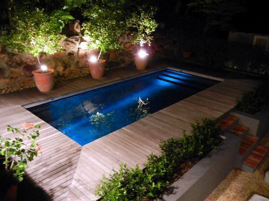 فور روزميد: Pool