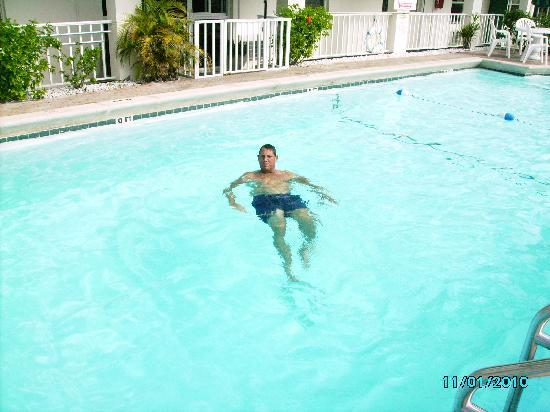 Surfs Inn: Wonderful heated pool