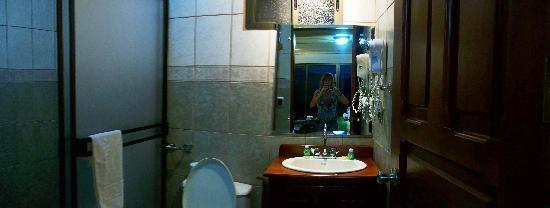 Linda Vista Hotel: salle de bains