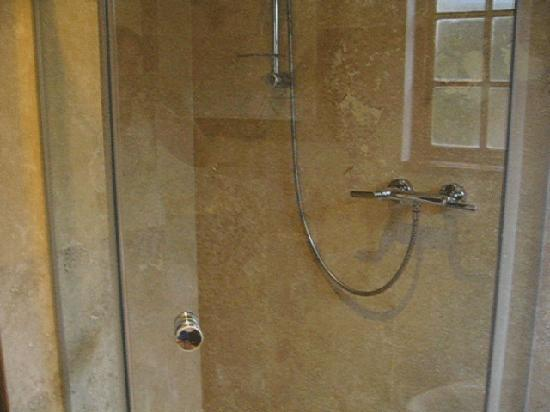 Kanonkop Guest House: Shower