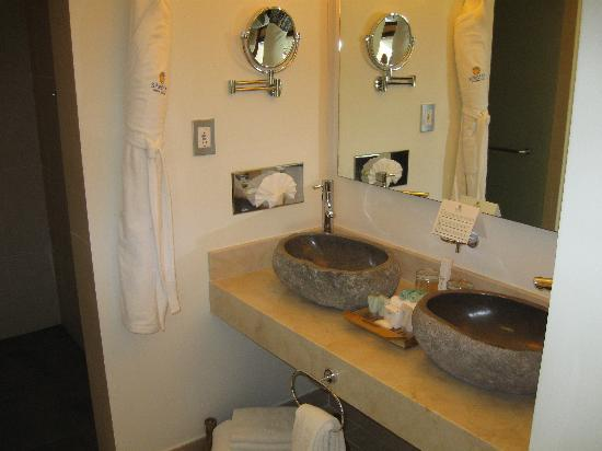 Sandos Caracol Eco Resort : Remodel bathrooms