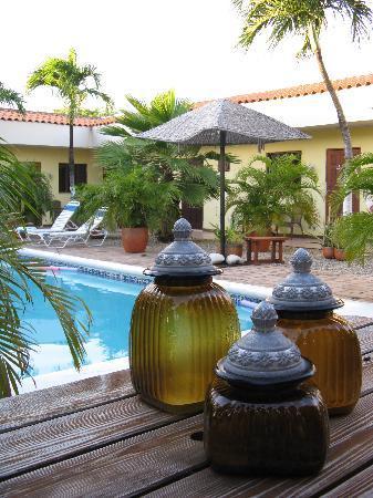Arubiana Inn: Inner yard 1