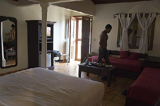 Yat B'alam Boutique Hotel: overview of room