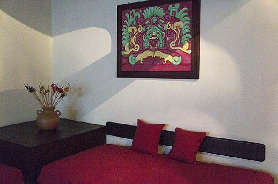 Yat B'alam Boutique Hotel: extra bed/couch
