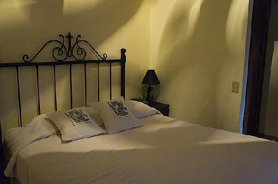 Yat B'alam Boutique Hotel: comfortable mattress and nice linens