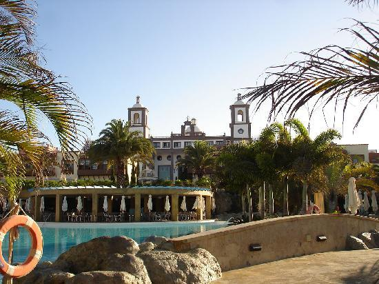 Lopesan Villa del Conde Resort & Corallium Thalasso: Another site view with another pool