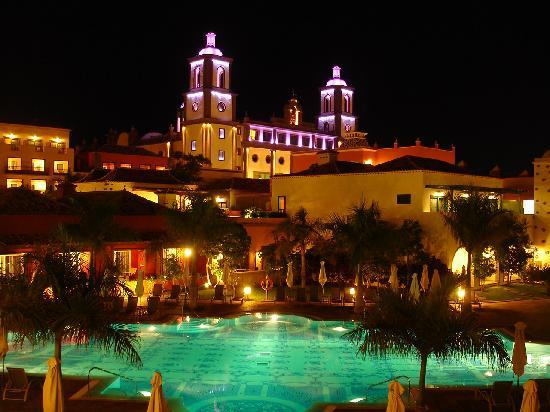 Lopesan Villa del Conde Resort & Corallium Thalasso: By night