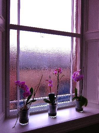 Tigh Na Leigh: staircase window