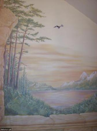 Torguish House B&B and self-catering cottages: Torguish House B&B: handpainted mural with red kite