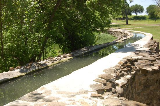 Mission San Juan: Nearby Aquaduct