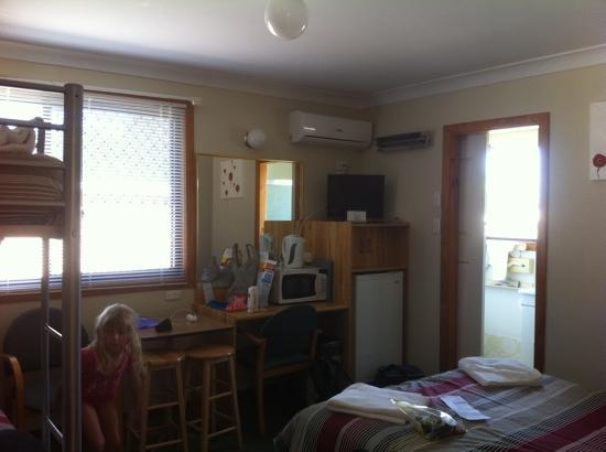 Karuah Motor Inn: family room