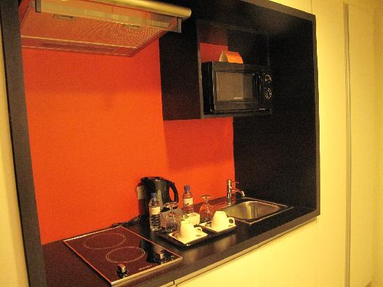 The Picasso Boutique Serviced Residences : Kitchenette