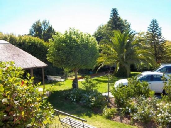 Cape Khamai Guest House: schöner Garten