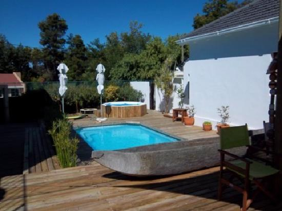 Cape Khamai Guest House: Pool im Innenhof
