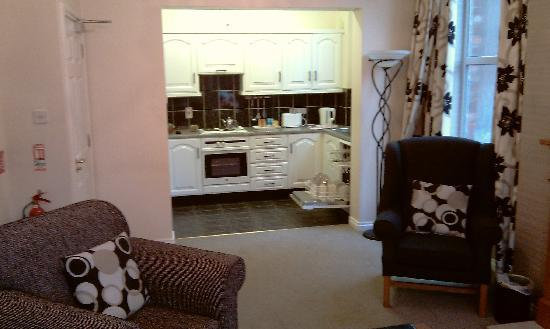 Malone Lodge Hotel & Apartments: Kitchen area