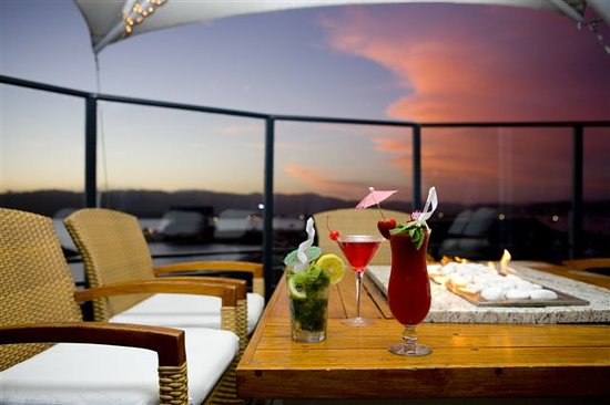 Sirocco : Cocktails on Western Balcony