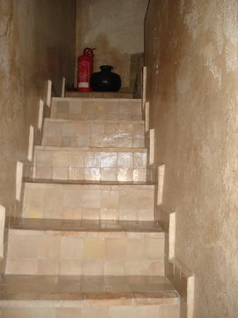 Riad Lotus Ambre: Stairs to suite which you have to do in the dark