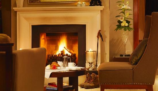 Brook Lane Hotel: Relax at the open Fires