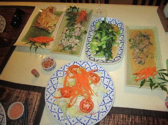 Nuch's Green Ta'lay Restaurant : awesome thai food