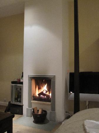Nimb Hotel: In-room Fireplace