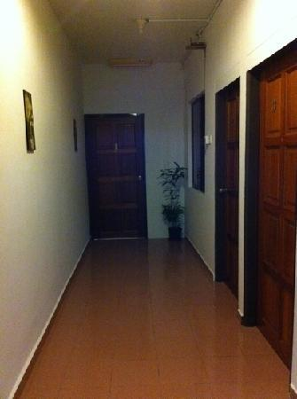 Roof Top Guest House Melaka: couloir