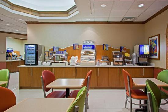 Holiday Inn Express North Palm Beach - Oceanview : ENJOY OUR WONDERFUL HOT BREAKFAST DAILY