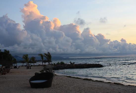 InterContinental Mauritius Resort Balaclava Fort : Hotel beach