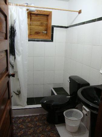 Casa de Marilyn: Private bathroom