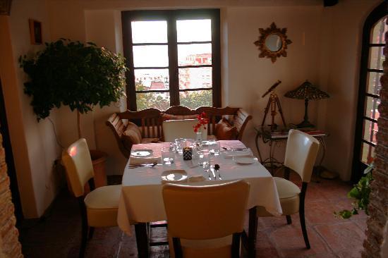 Hotel La tartana: Secluded Dining Area