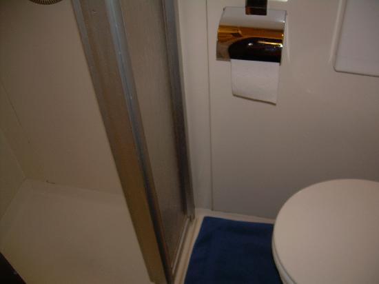 Hotel Münchner Kindl: bathroom