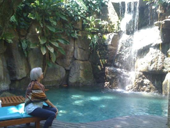 The Farm at San Benito : Waterfalls pool