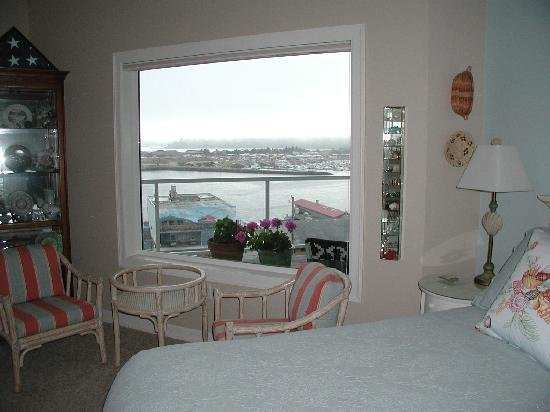 The Lightkeeper's Inn Bed & Breakfast: Partial view from Shellseeker Suite